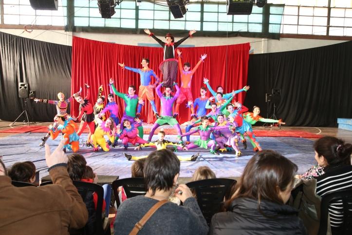"""d8ce2fd737a2f La Escuela Municipal de Circo de Berazategui promete unas vacaciones de  invierno a pura diversión y juegos con su espectáculo """"Ludus para todos""""."""