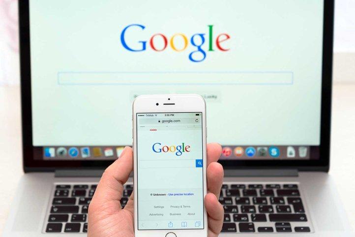 Google Webpage On Iphone 6 Display